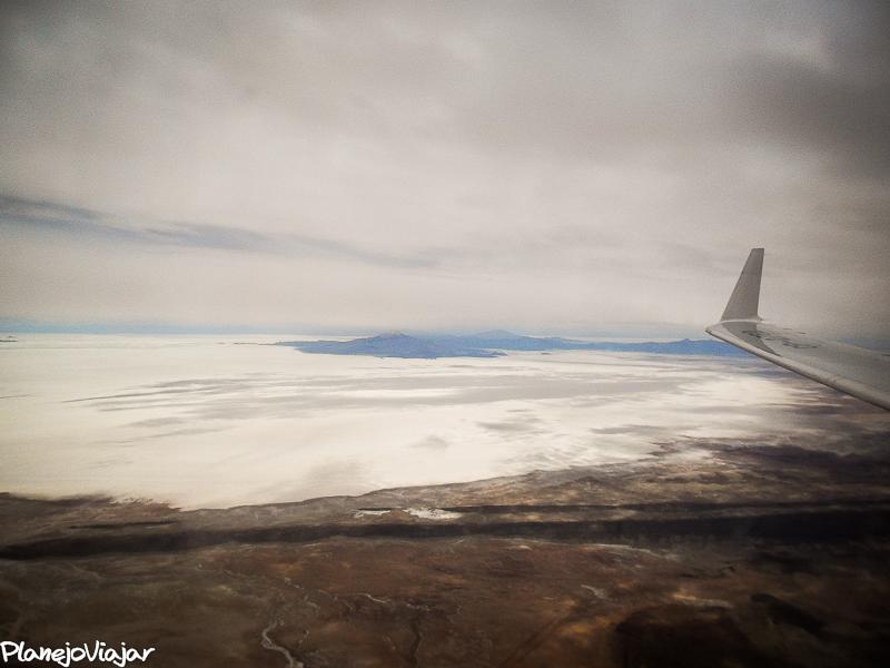 Vista do avião ao pousar em Uyuni