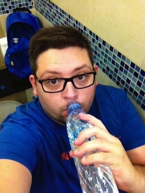 Bebendo Água no Banheiro