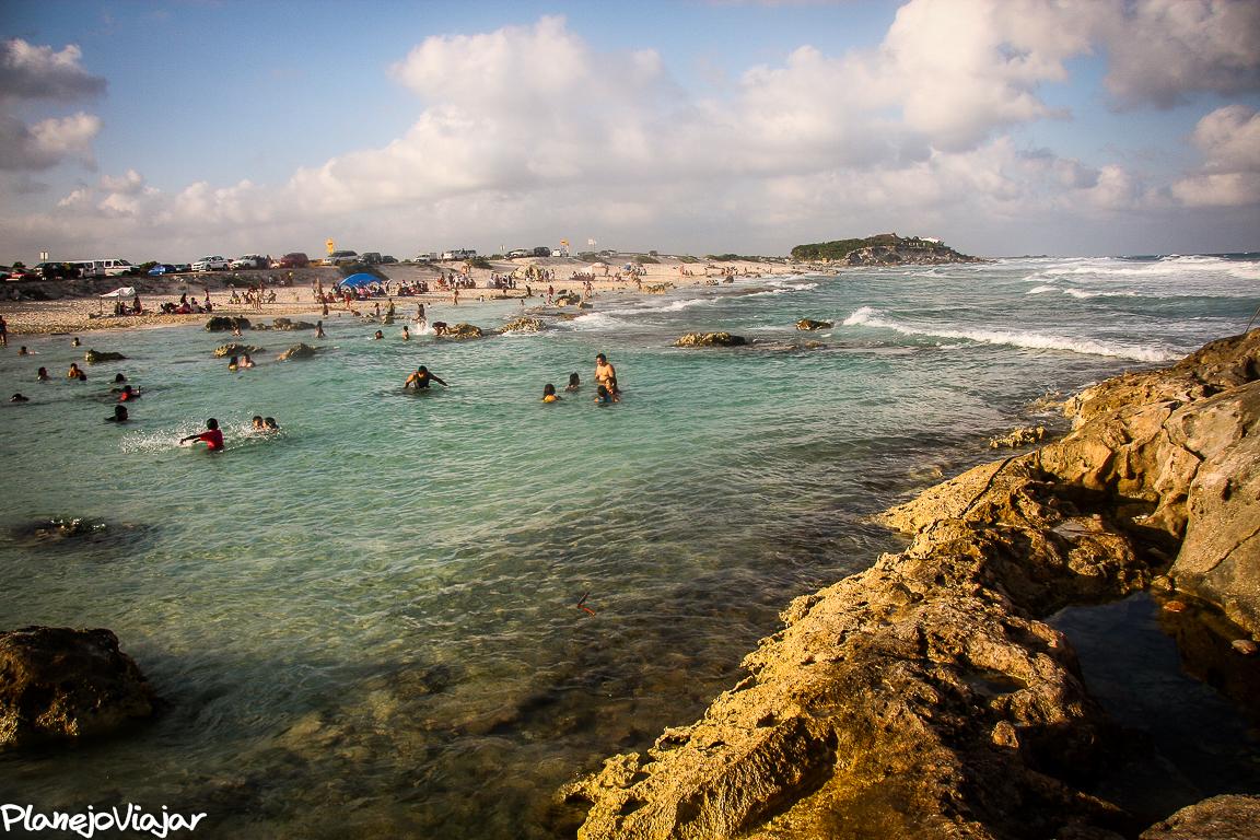 Praia Chen Rio - As pedras formam piscinas naturais