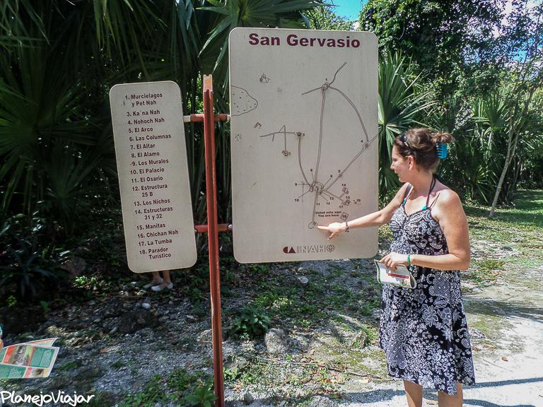 Entrando em San Gervasio. A Guia, minha amiga Rose de Cozumel