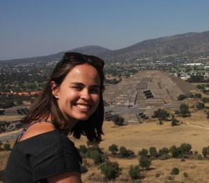 Ana e piramide da lua