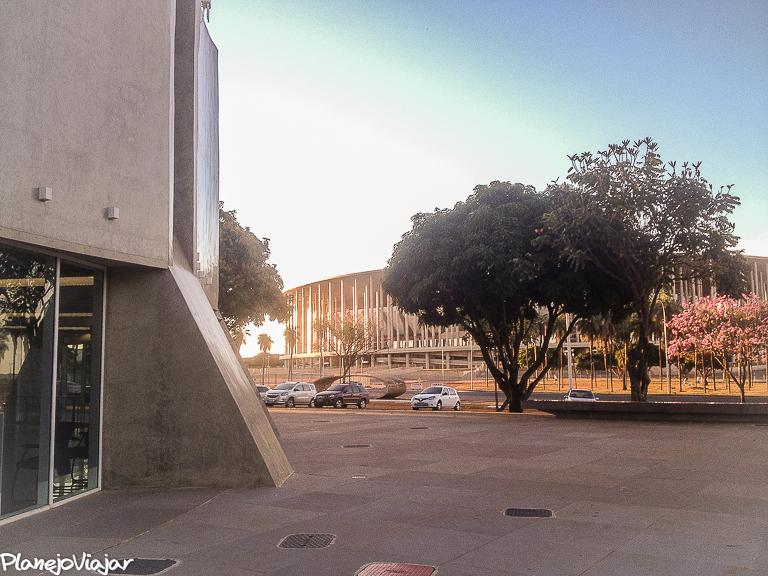O Planetário e o Estádio Mané Garrincha ao fundo