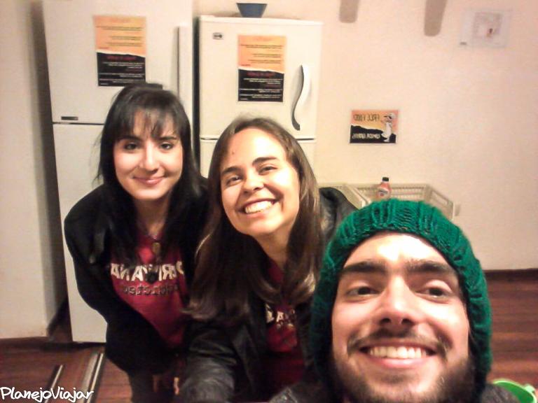 Eu e outros dois voluntários no hostel em Cusco, no Peru