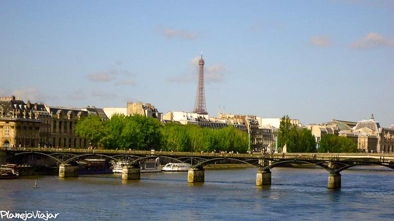 Rio Sena e a Torre Eiffel